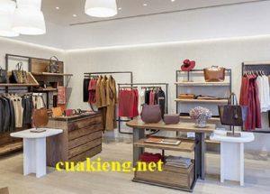 Mẫu giá kệ shop quần áo trưng bày giày dép túi xách shop thời trang tphcm